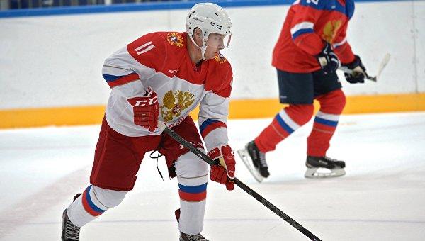 Президент России Владимир Путин провел тренировку по хоккею в Сочи