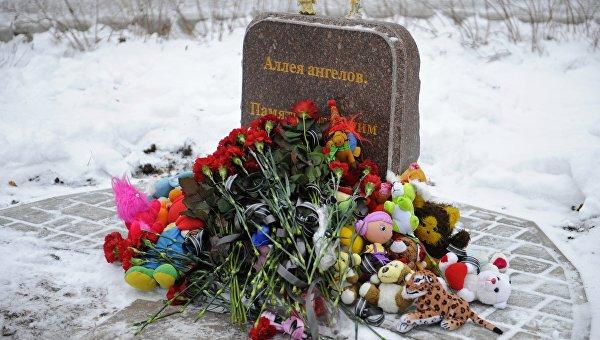 Церемония возложения цветов и игрушек в память о детях Донбасса, погибших от обстрелов