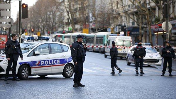 Полицейское оцепление в Париже после нападения на комиссариат 18-го округа, 7 января 2016