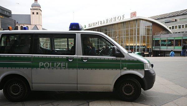 Полицейская машина у центрального вокзала в Кельне, 5 января 2016