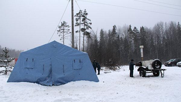 Пункт обогрева на трассе во время снегопада. Архивное фото
