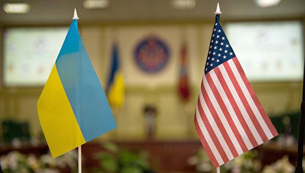 Флаги Украины и США. Архивное фото