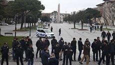 Турецкая полиция на площади Султанахмет в Стамбуле. Архивное фото
