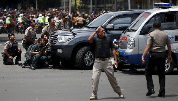 Полиция в центре Джакарты после серии взрывов в центре города