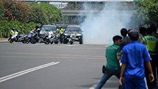 Полиция на месте взрыва в Джакарте, 14 января 2016