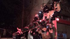 Спасатели выносили из участка раненных при взрыве у здания полиции в Турции