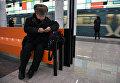 Пассажир на открывшейся станции Румянцево Сокольнической линии Московского метрополитена