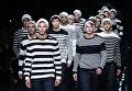 Модели представляют коллекцию Ermanno Scervin на неделе моды в Милане