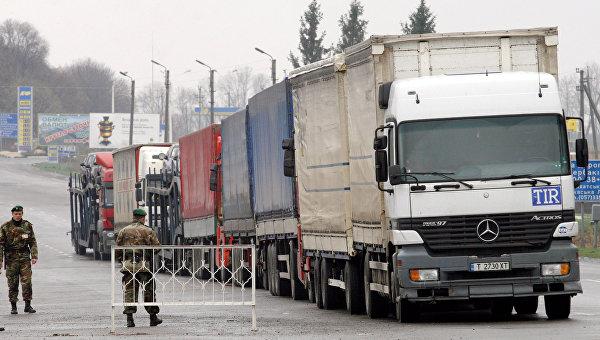 Работа таможенных и пограничных служб на российско-украинской границе. Архивное фото