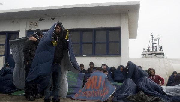 Прибывшие мигранты на греческом острове Инуссес. 20 января 2016