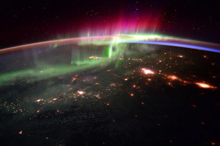 Полярное сияние на Земле снятое с Международной космической станции 20 января 2016 года