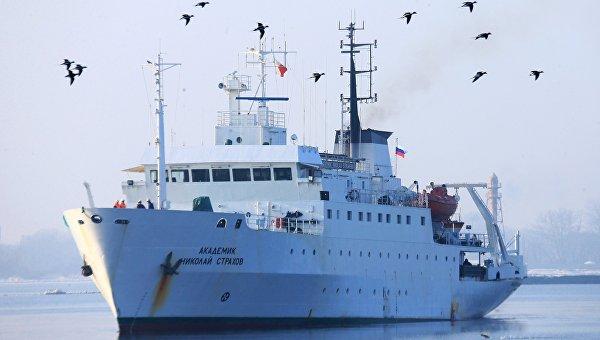 Прибытие научного судна Академик Николай Страхов в порт Балтийска