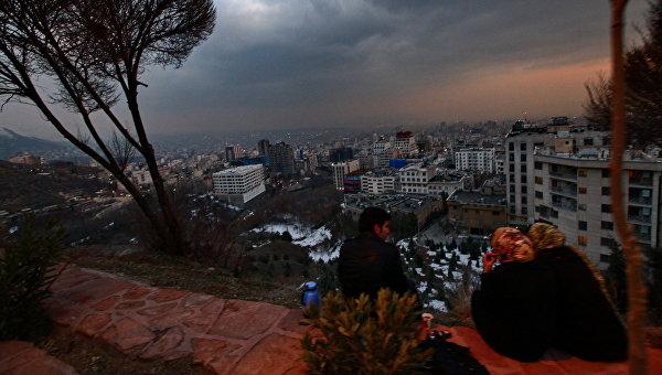 Вид на вечерний Тегеран. Иран. Архивное фото