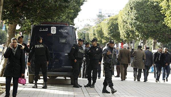 Полиция в Тунисе во время акций протеста