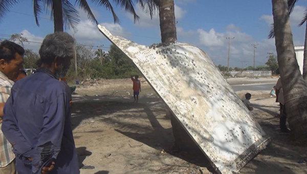 Обломок металла найденный на пляже в провинции Накхонситхаммарат