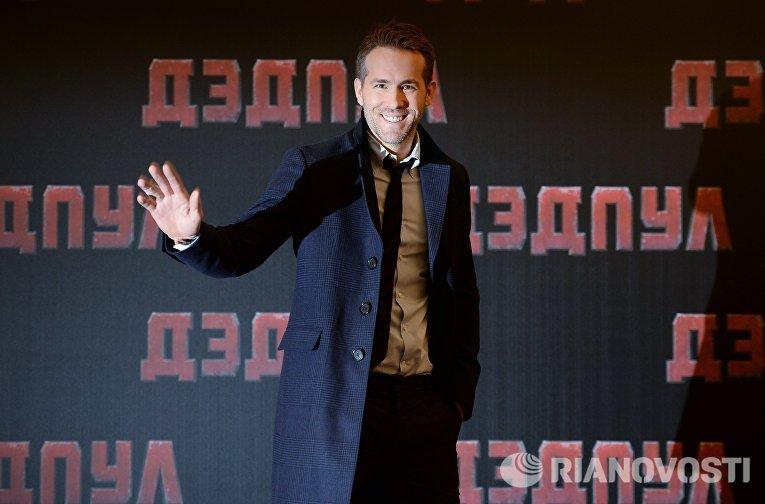 Актер Райан Рейнольдс во время фотоколла к премьере фильма Тима Миллера Дэдпул в отеле Ritz Carlton в Москве
