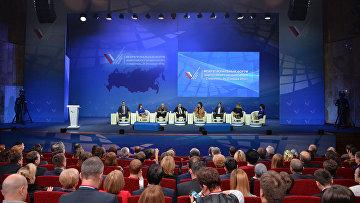 Президент России Владимир Путин принимает участие в пленарном заседании межрегионального форума Общероссийского народного фронта в Ставрополе