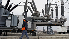 Силовое оборудование трансформаторов на площадке размещения мобильных газотурбинных электростанций (МГТЭС) Западно-Крымская вблизи г. Саки в Крыму. Архивное фото