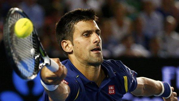Новак Джокович в игре против Роджера Федерера на полуфинале Australian Open
