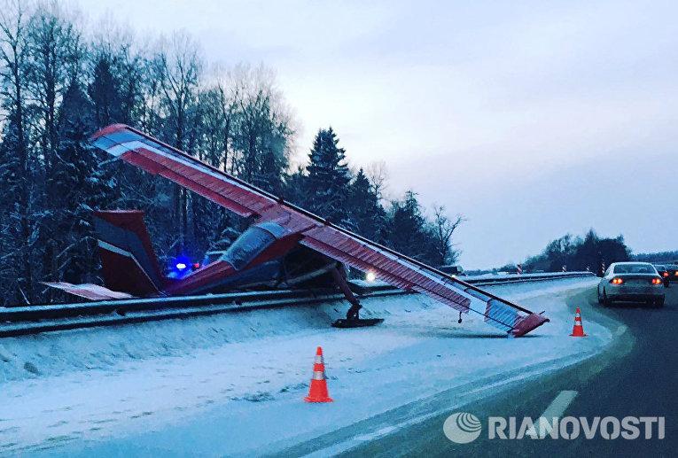 Легкомоторный самолет Вильга-35 совершил жесткую посадку на Ярославском шоссе в Московской области