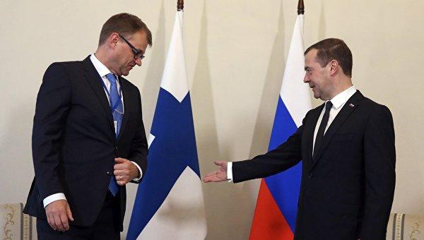 Председатель правительства РФ Дмитрий Медведев и премьер-министр Финляндии Юха Сипиля во время встречи в Санкт-Петербурге