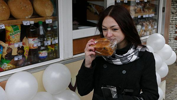 Первый передвижной киоск с продуктами социальной направленности от производителей ДНР открылся в Донецке