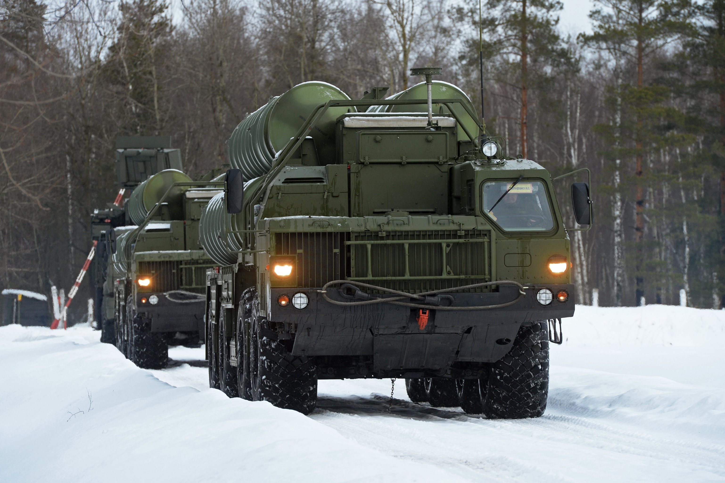 Пусковые установки зенитной ракетной систем С-400 Триумф. Архивное фото