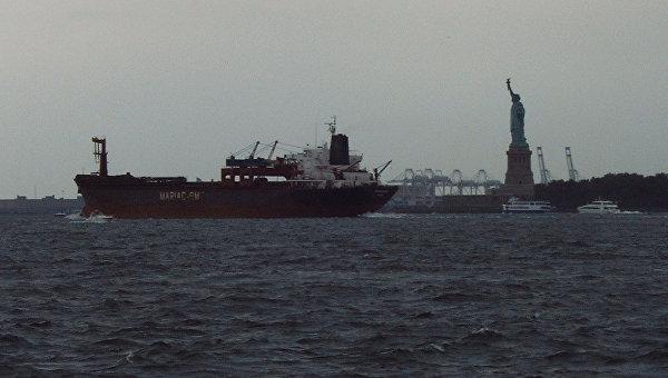 Работа порта Нью-Йорка встала из-за ухода с работы тысячи грузчиков