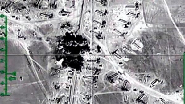 Уничтожение российской авиацией открытых нефтехранилищ ИГ в провинции Хама. Архивное фото