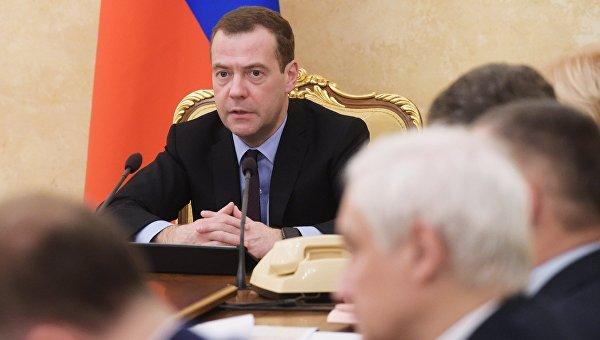 Председатель правительства РФ Дмитрий Медведев проводит совещание о мерах по обеспечению сбалансированности федерального бюджета на 2016 год