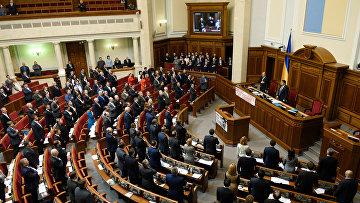 Депутаты на первом заседании весенней сессии Верховной рады Украины в Киеве. Архивное фото
