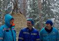 Участники экипажа МКС-54/55 во время тренировки по выживанию в зимнем лесу