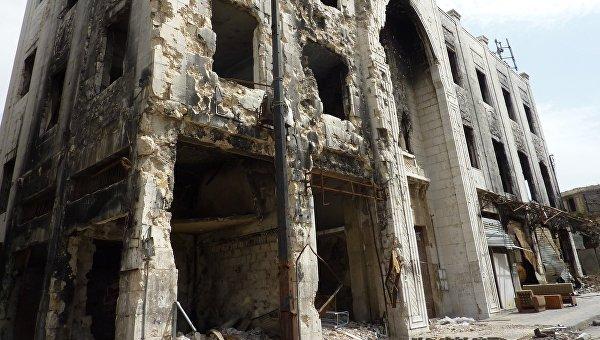 Разрушенное в результате боевых действий здание в городе Хомс