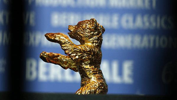 Главная награда Берлинского кинофестиваля - статуэтка Золотой медведь. Архивное фото