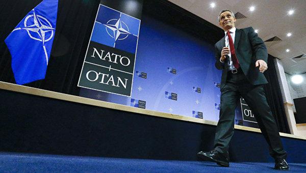 Генсек НАТО Йенс Столтенберг по прибытии на встречу министров 28 стран-членов НАТО в Брюсселе. 9 февраля 2016