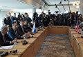Министр иностранных дел Российской Федерации Сергей Лавров и госсекретарь США Джон Керри перед началом двусторонней встречи в Мюнхене. 11 февраля 2016