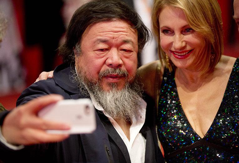 Китайский актер, режиссер, продюсер Ай Вейвей на церемонии открытия 66-го Берлинского международного кинофестиваля Берлинале - 2016