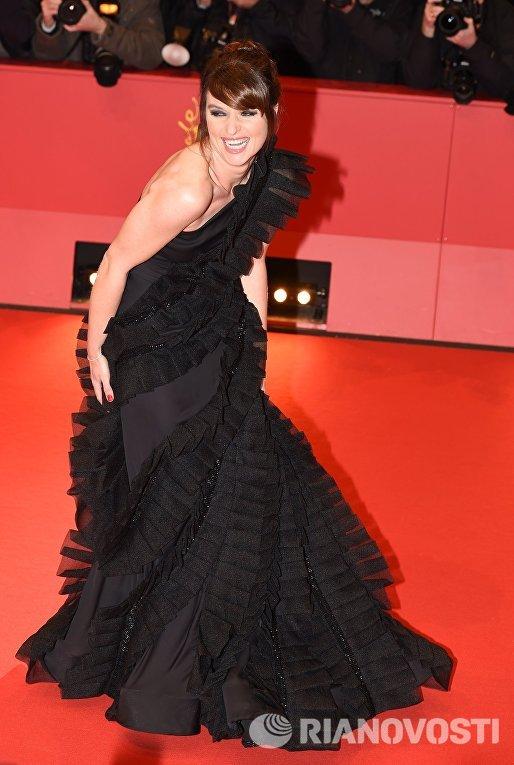 Немецкая актриса Ина Пауле Клинк на церемонии открытия 66-го Берлинского международного кинофестиваля Берлинале - 2016