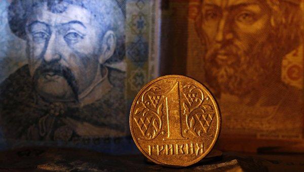 Монета и денежные купюры гривны Украины. Архивное фото