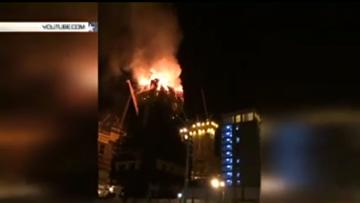 Видео с кадрами пожара и взрыва в строящемся комплексе Абу-Даби Плаза