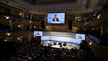 Председатель правительства РФ Дмитрий Медведев выступает на Мюнхенской конференции по вопросам политики безопасности, 13 февраля 2016