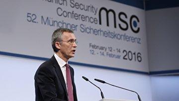 13 февраля 2016. Генеральный секретарь НАТО Йенс Столтенберг выступает Мюнхенской конференции по вопросам политики безопасности.