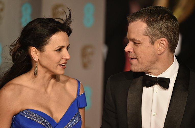 Актер Мэтт Дэймон с женой Лучианой Баррозо на церемонии вручения премий Британской академии кино и телевизионных искусств