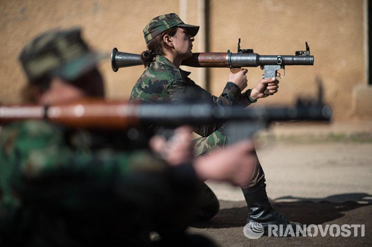 Сирийские добровольцы на занятиях в 130-й учебной бригаде в пригороде Дамаска