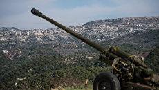 Артиллеристы сирийской армии на позициях в провинции Идлиб. Архивное фото