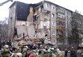 Сотрудники МЧС РФ во время разбора завалов у пострадавшего в результате взрыва бытового газа многоэтажного дома во Фрунзенском районе города Ярославля. 16 февраля 2016 год