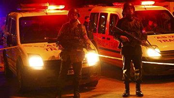 Полиция на месте взрыва у общежития для военных в центре Анкары, Турция