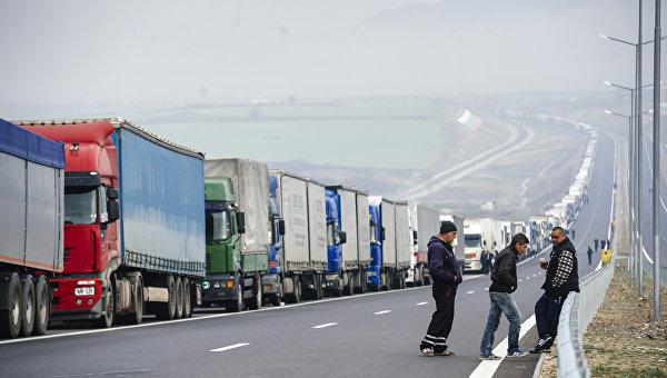 Колонна грузовиков на границе Греции и Болгарии. 17 февраля 2016