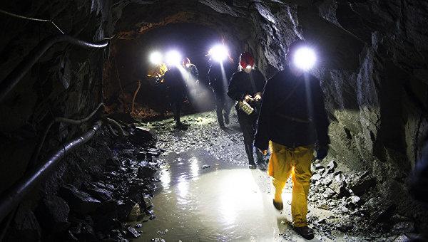 Рабочие на шахте. Архивное фото
