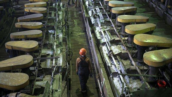 Рабочие на Центральной обогатительной фабрике Березовского золотоносного рудника в Свердловской области. Архивное фото